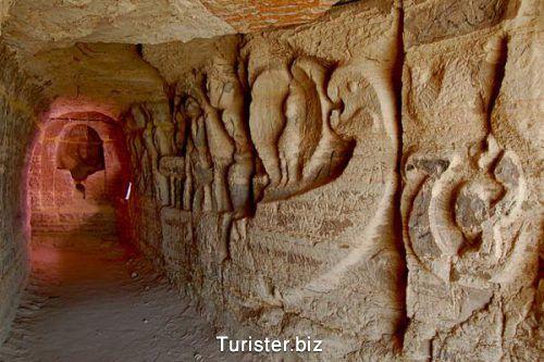 قلعه و غارهای تاریخی خربس در قشم