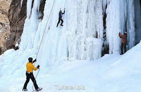 آبشار یخی هملون در شمال شرقی تهران